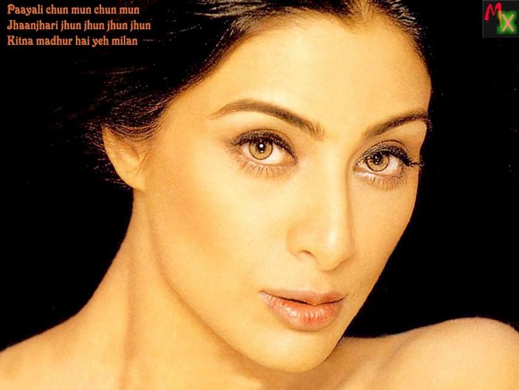 Tabu Khan Sexy Eyes Gorgeous Face Look Wallpaper