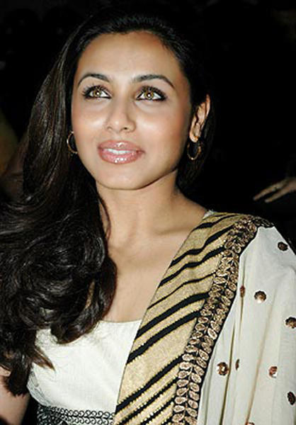 Cute Indian Actress Wallpapers Rani Mukherjee Pink Lips Cute Still Rani Mukherjee