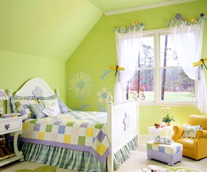CottStyleSp05_Green bedroom with dragonflies on curtains