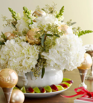 white hydrangea flower table centerpiece