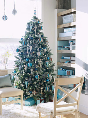 Blue, brown, & white decorated Christmas tree in living room