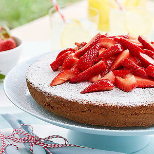 Almond Cake With Strawberries