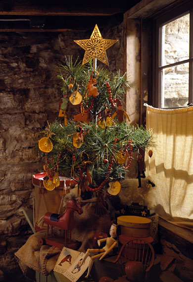 Magazine Christmas Tree Martha Stewart