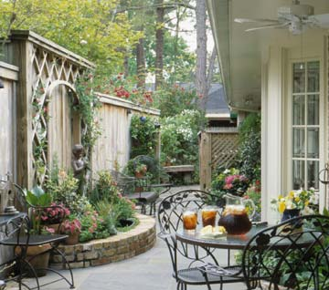 Planning A Comely Courtyard
