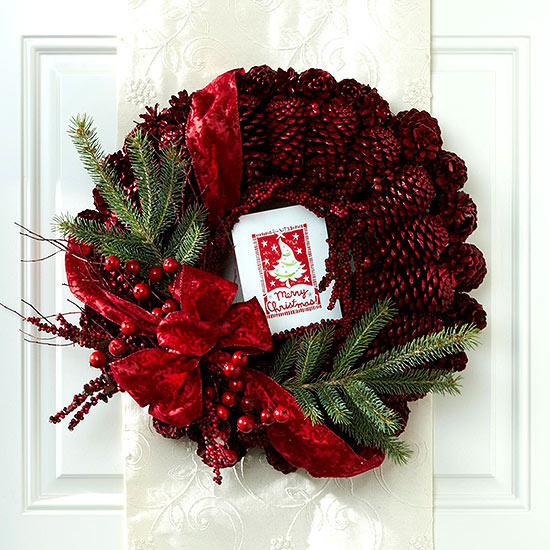 Play Up Traditional Colors and Accents on a Christmas Wreath