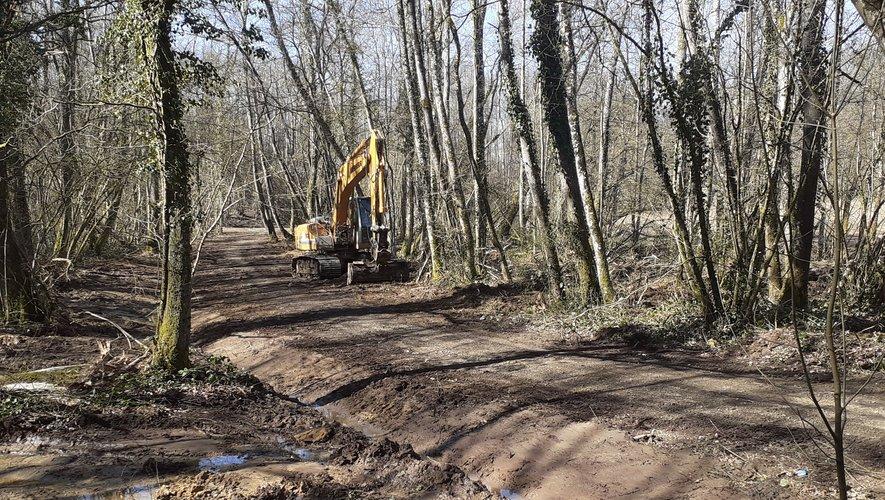 Après les aveux et les nouvelles indications de l'ex-femme de Michel Fourniret, de nouvelles fouilles sur les terres de Michel Fourniret, de nouvelles fouilles sont menées pour tenter de retrouver le corps d'Estelle Mouzin.