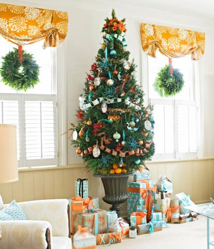 decorate small living room for christmas paint colors idea tree decorating ideas midwest family touches paper chains and photocopied pictures