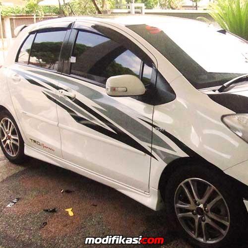 Baru Pasang sticker Variasi Mobil Wrapping Striping Bandung