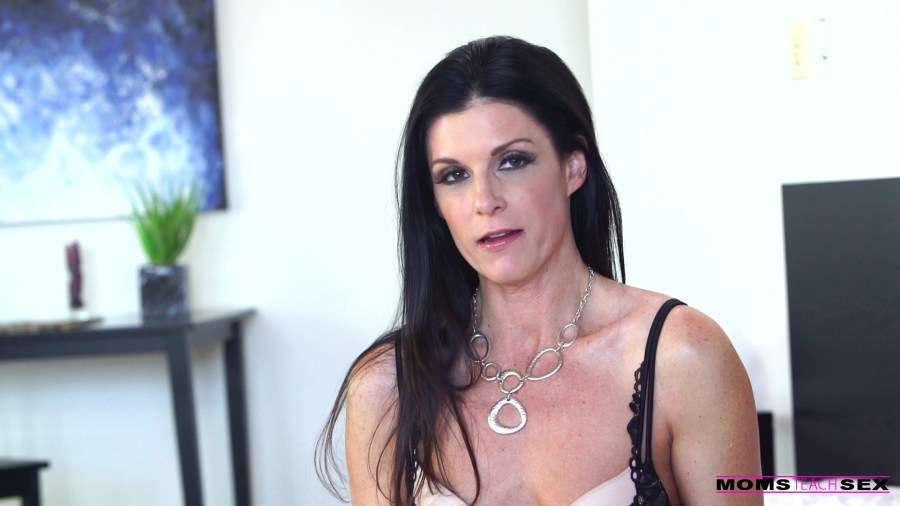 MomsTeachSex.com - India Summer: Ask Me Anything - S4:E5