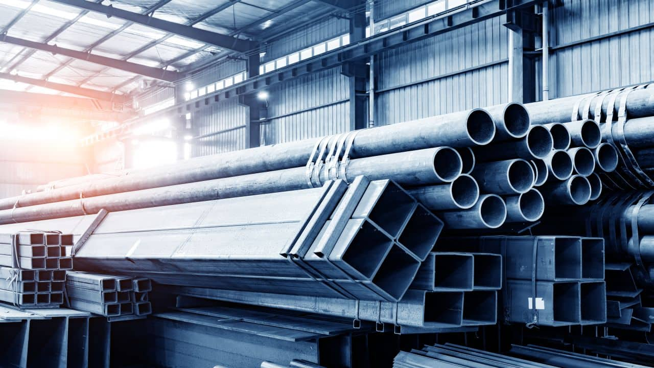 Jindal Steel & Power   Sarda Mines Private Limited bought 52,74,600 equity shares in Jindal Steel at Rs 431.62 per share on the BSE, the bulk deals data showed.