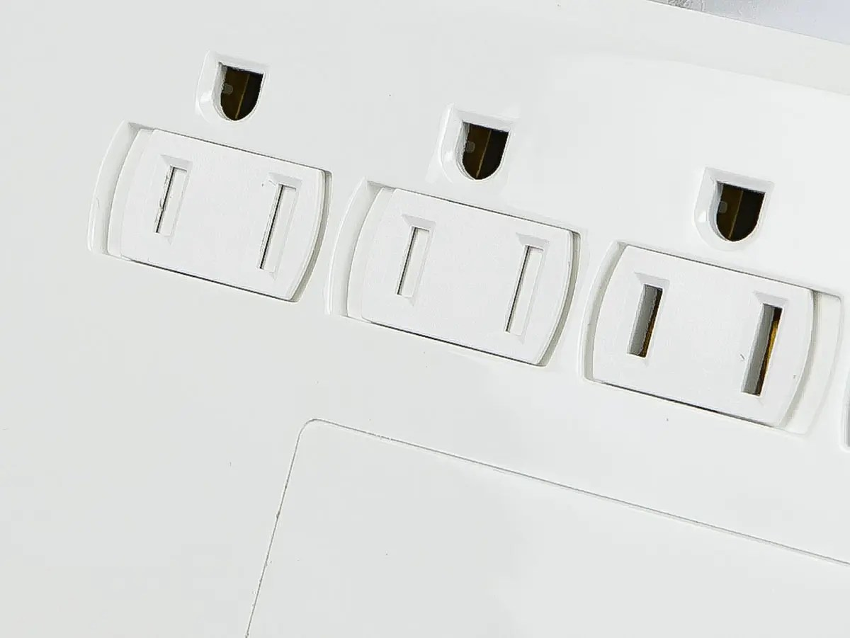 12 Outlet Power Surge Protector W 2 Built In Usb Charger