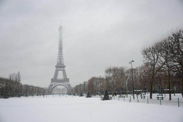 Vista de la Torre Eiffel nevada  Fotos  MujerdeElite