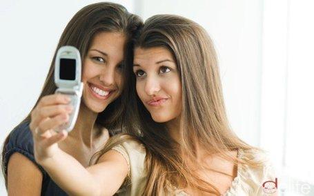 Trucos para salir guapa y delgada en las fotos