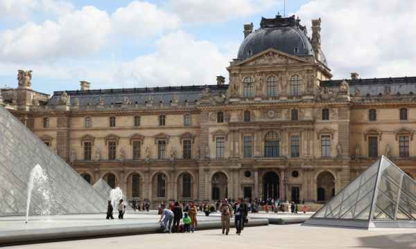 Most Famous Paintings in Louvre Museum