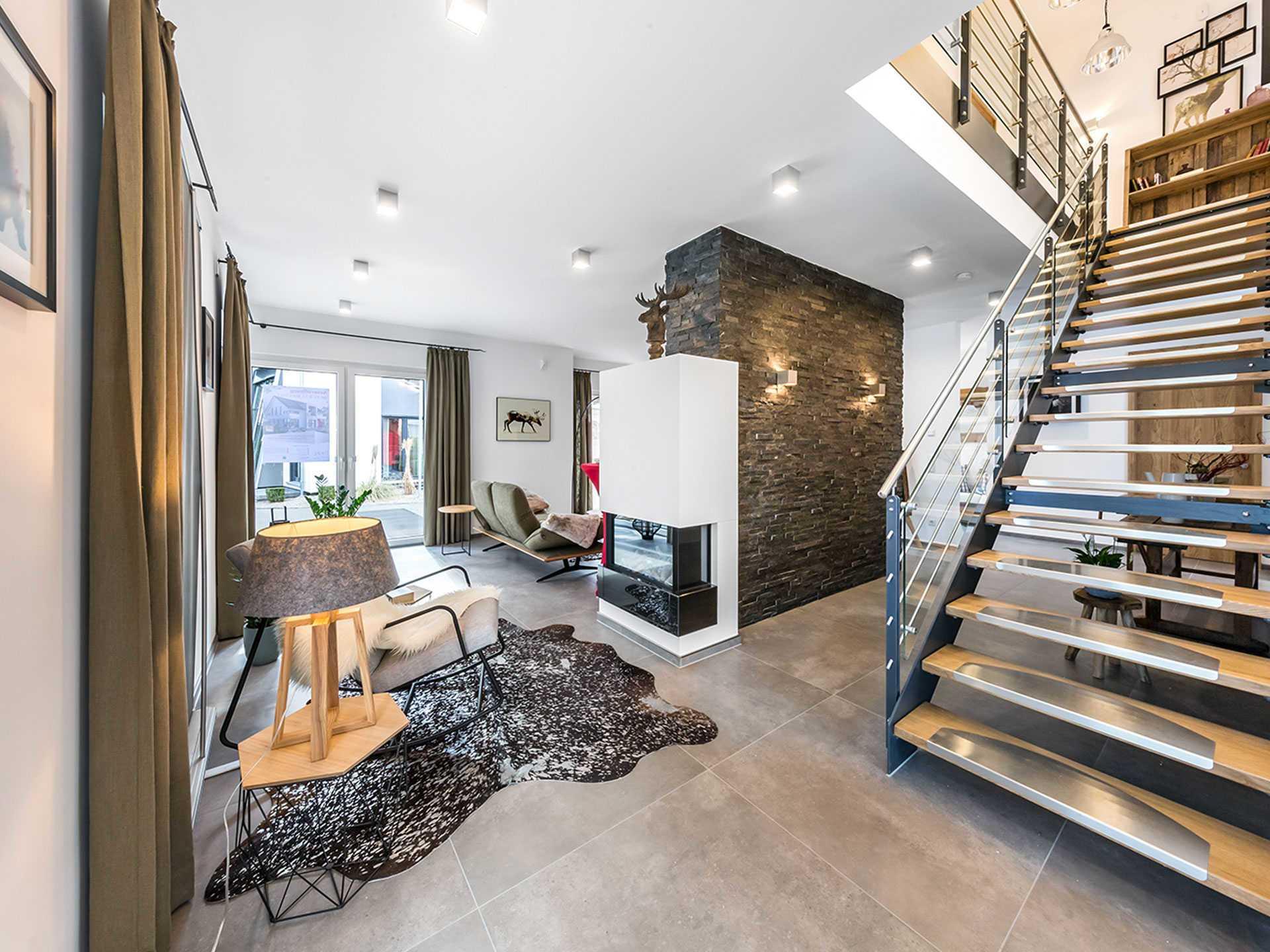 Musterhaus Fellbach mit Zwerchgiebel und Balkon  OKAL Haus  Musterhausnet