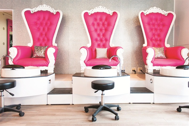 Dallas Sauers Owner Of Beauty Lounge Didn T Want To Have The Typical Black Pedicure Chairs Found At Most Nail Salons So She Went With Custom Made