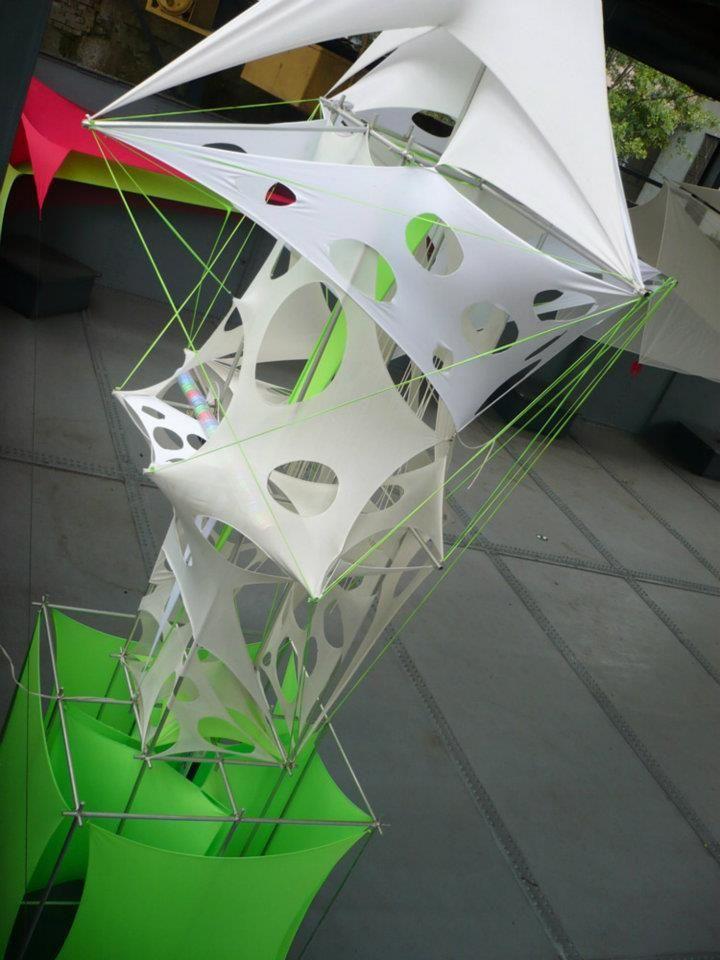 Esculturas en aluminio y tela tensada