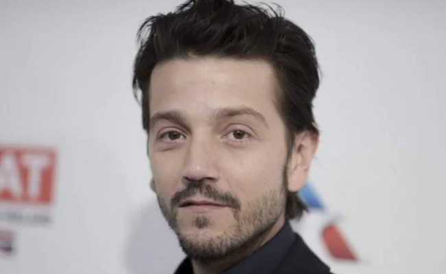 Diego Luna Scoot Mcnairy To Return For Narcos Mexico