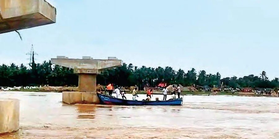 SDRF teams carry out rescue operations in Godavari river in East Godavari district. Image is used for representational purposes.