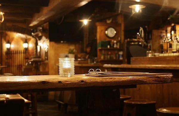 UK pub sets up electric fence at bar for COVID-secure distancing