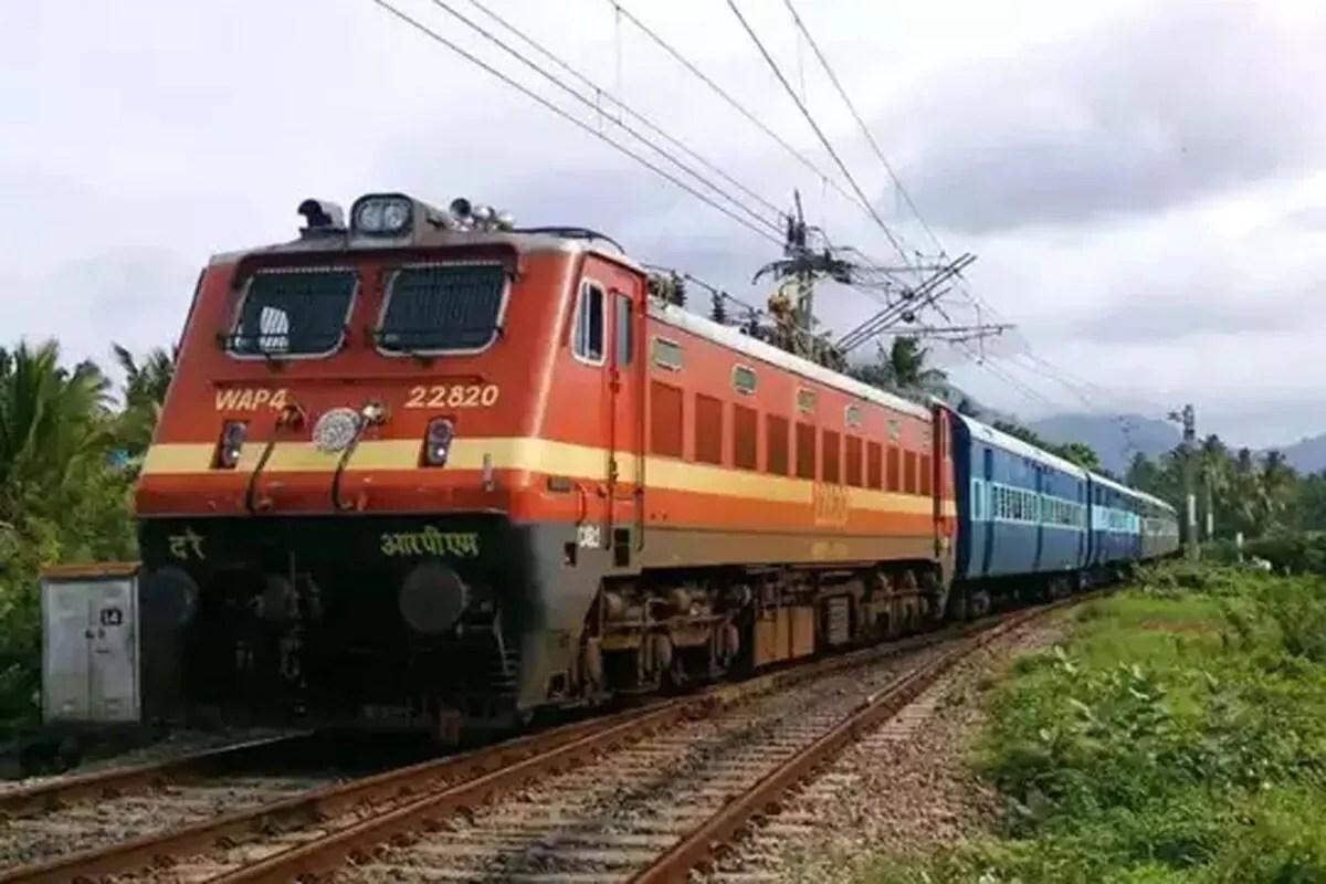 चक्रवाती तूफान यास की चेतावनी के बाद पश्चिम बंगाल, ओडिशा जाने वाली ये ट्रेनें हुईं कैंसल, देखें पूरी लिस्ट