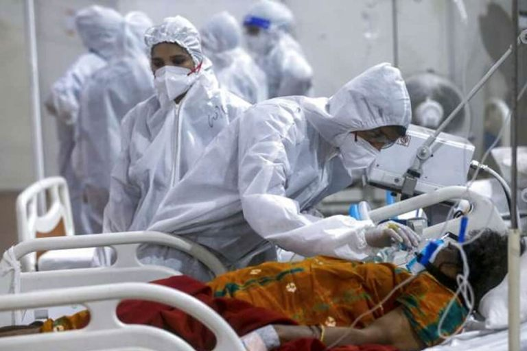 COVID-19 in India: कोरोना की थमती दिख रही रफ्तार, 24 घंटे में आए 3.11 लाख केस, 4077 मरीजों की गई जान