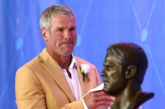 NFL Legend Brett Favre and NHL Star Bobby Orr Endorse Trump for Re-election