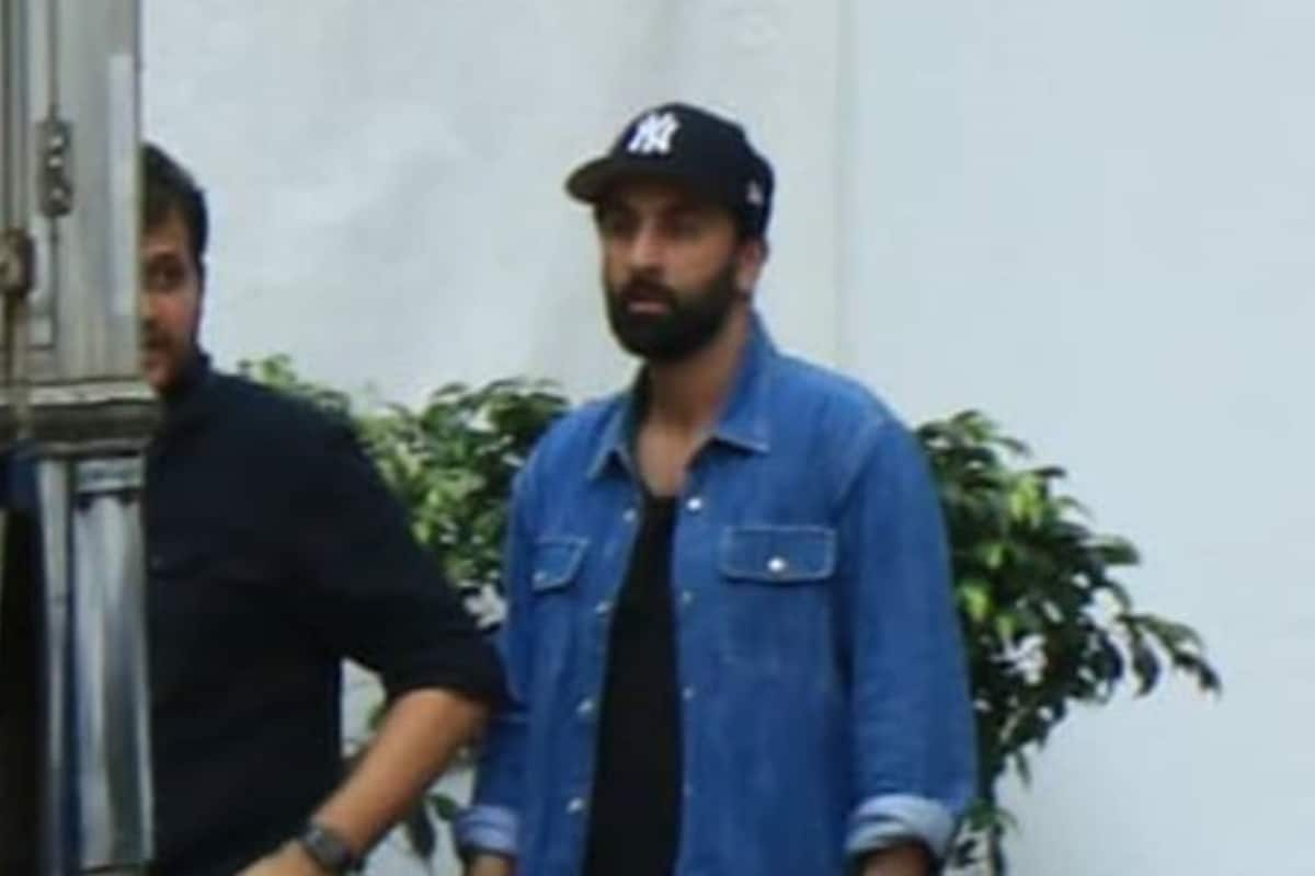 Ranbir Kapoor Snapped Outside a Studio in Mumbai, See Pic
