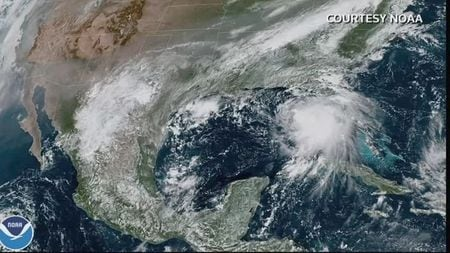 Sally Brings 100-mph Winds As It Rumbles Into U.S. Gulf Coast