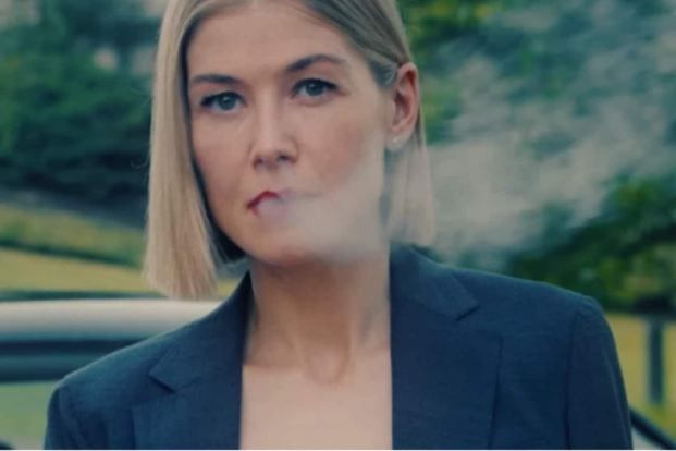 I Care a Lot Review: Rosamund Pike Has Mastered the Art of Playing the Devil