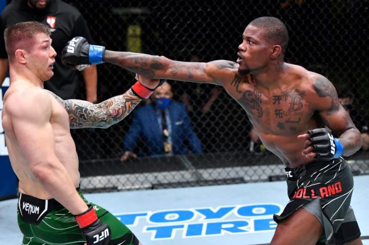 Even after being out-wrestled for most of the fight, Holland still tagged Vettori late with hurtful shots | UFC Fight Night 193: Santos vs Walker