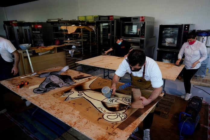 Basque Confectioners Recreate Picasso's 'Guernica' in Chocolate to Display Skill, Cultural Pride   Latest News Live   Find the all top headlines, breaking news for free online April 24, 2021