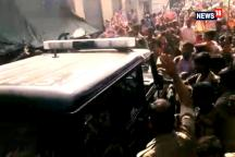 While Some Kanwariyas Break Vehicles, Police Shower Rose Petals