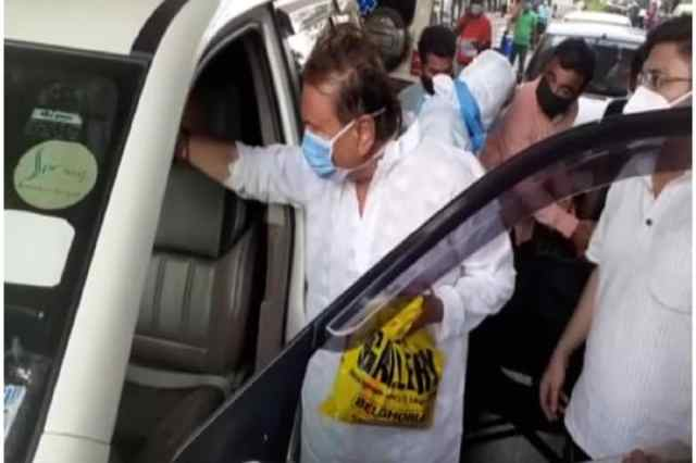 * But that day is not the first.  In the fifth phase (West Bengal Election 2021 Phase 5), Madan Mitra suddenly fell ill in the afternoon on the day of Kamarhati Constituency.
