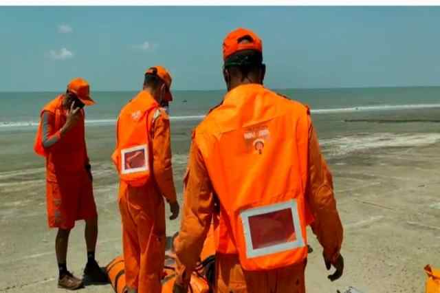 This time advance warning is being taken from all sides about the education from Amfan.  Also ready national disaster response forces.  In the last few days, it hit the west coast in Tauktei.  This time Yash or Yas is counting down the hours.  The NDRF is already preparing along the coasts of West Bengal and Orissa.