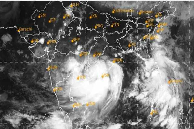 According to the IMD, there are also weather updates for heavy rains in several areas of West Burdwan, Jhargram, Bankura and Purulia districts on Wednesday.  According to the meteorological department, the entry of roses through Andhra Pradesh and Orissa is likely to bring rain in South 24 Parganas and East Midnapore districts in the morning.  There will be heavy rain in many places in Andhra Pradesh and Orissa on Monday  Photo Courtesy-IMD / Sattelite Picture