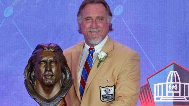 Kevin Greene, Hall Of Fame Pass Rusher Who Played With 4 Teams In 15 NFL Seasons, Dies At 58
