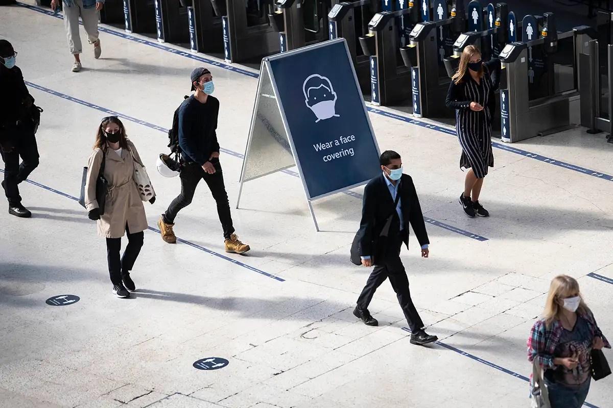 Covid-19 news: Everyone should wear face coverings, says Royal Society