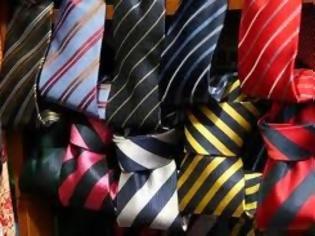 Φωτογραφία για Στο υπουργείο Εξωτερικών θα ξοδέψουν 147.600 ευρώ για... γραβάτες και φουλάρια