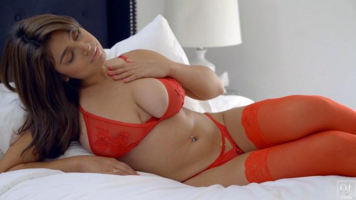 NFBusty.com - Ella Knox,Rey Castillo: Tickled Pink - S8:E4