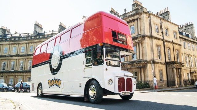 Regrettably, this incredible Pokémon bus didn't stop by Nintendo Life HQ on its travels...