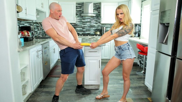 Bratty Sis - Giving My Step Sister The Finger - S18:E4