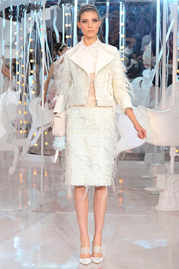 f4a52cdfb5d5 ... a/w 2011), but i'll admit that oftentimes i see a lurid tale in a  vuitton show where there's supposedly nothing but good times and champagne  flowing…but ...