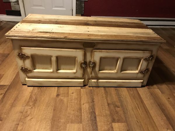 White Clad Lift Top Vintage Coffee Table For Sale In