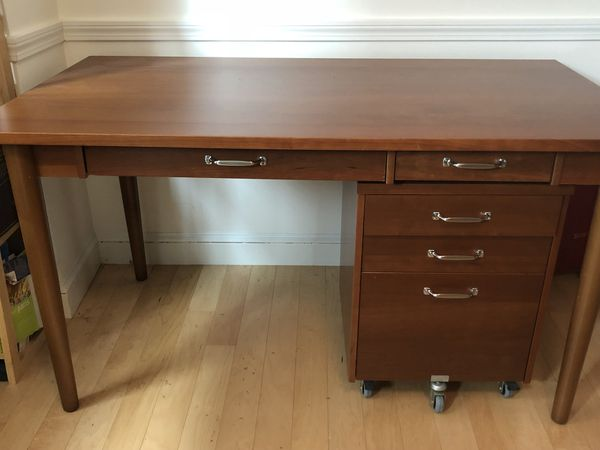 desk with moveable 3