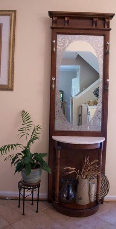 Hall Tree With Marble Top Pulaski Furniture Co For Sale