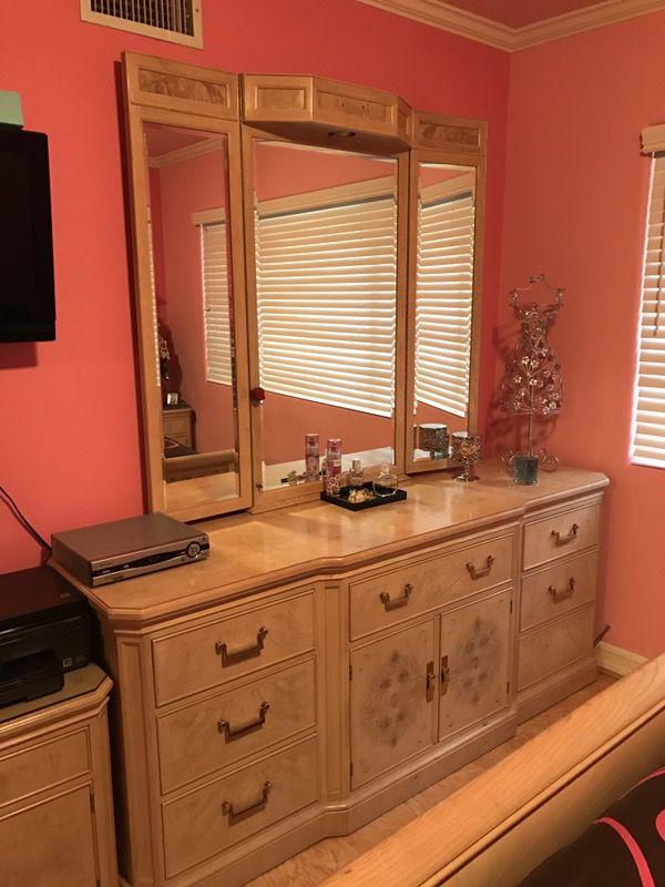Corinthian Collection DREXEL HERITAGE Queen Size Bedroom