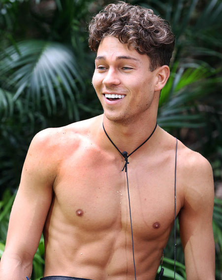 https://i0.wp.com/images.ok.co.uk/Sam%20W%2020th/joey-essex-matthew-wright-towie-im-a-celebrity-2013-bushtucker-trial-ant-and-dec-up-to-your-neck-in-it-challenge-tom-pearce.jpg