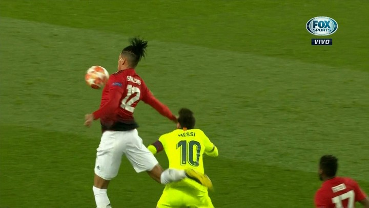 Smalling contra Messi.