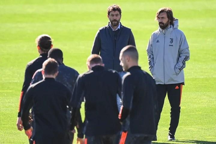 El presidente Agnelli, junto a Pirlo en la práctica de la Juventus.